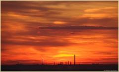 Вечерний пейзаж после захода Солнца. Красные облака