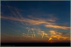 Закаты. Небо после захода солнца. Следы самолетов