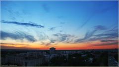 Вечерний Нижний Новгород. Перистые облака на небе после заката