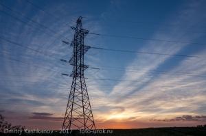 Высоковольтная линия на фоне заката