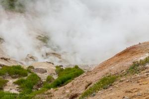 Мини-долина гейзеров у Мутновского вулкана. Камчатка