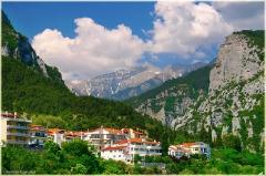 Городок у подножья горы Олимп. Виды Греции