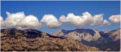 Две гряды - горная и облачная