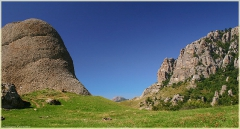 Вершина горы Демержди. Скала Большой палец. Крым. Горный пейзаж. Фотографии.