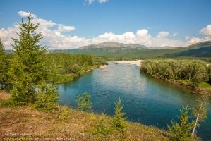 Ямал. Уральские горы. горная река. Летний пейзаж