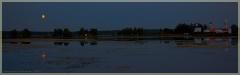 Ночная панорама. Луна над озером. Спящий монастырь