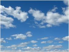 Перистые облака на синем небе. Летнее небо фото высокого разрешения