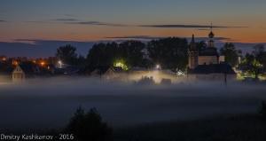 Предрассветное фото Суздаля. Ильинский луг. Туман. Церковь