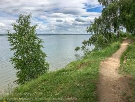 Высокий берег Ангары у плотины. Иркутское водохранилище