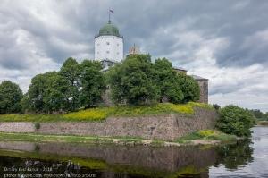 Средневековый замок на острове. Фото. Выборг