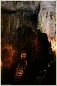 Экскурсия в пещеру. Тропа для туристов. Пещера Эмине Баир Хосар в Крыму. Фото пещер