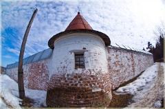 Монастырская стена с башней. Фото рыбьим глазом. г. Гороховец